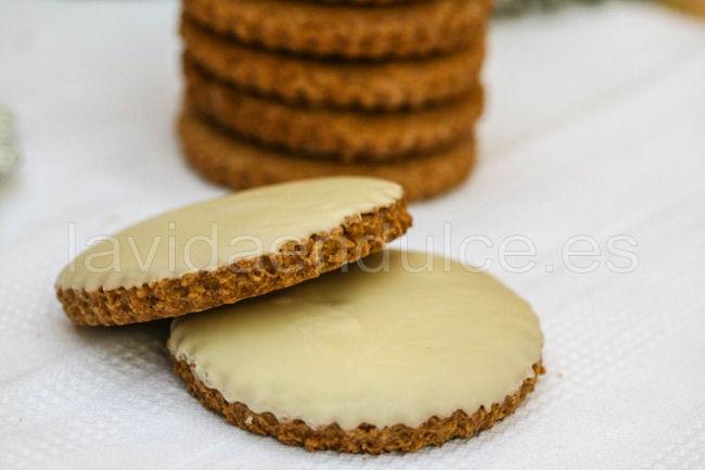 Galletas integrales con chocolate blanco